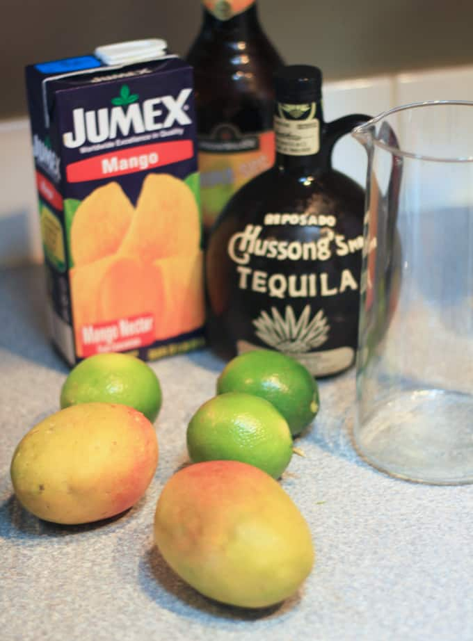 Mango Habanero Margarita with a mix of sweet fresh mango, tart lime and spicy tequila is such an interesting flavorful cocktail recipe it just begs you to continue sipping! mango margarita recipe   spicy margarita   mango cocktail