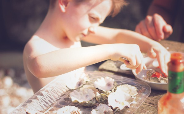 A few days before my birthday we packed a picnic and headed to my favorite local shellfish farm for a Beach & Bubbles Birthday seafood feast. at Taylor Shellfish Farms in Washington state #farms #local
