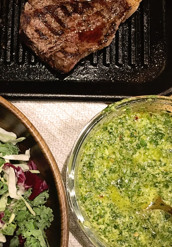 This zesty uncooked Chimichurri Verde Sauce is the perfect accompaniment for grilled meats and vegetables. chimichurri | chimichurri arengentino | easy chimichurri sauce | chimichurri verde