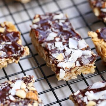 No Bake Chocolate Chewy Homemade Granola Bars full of coconut, macadamia nuts and almonds are easy to make and can be whipped up in minutes for a healthy and delicious snack. homemade granola bars | chewy granola bar recipe | no bake granola bar recipe