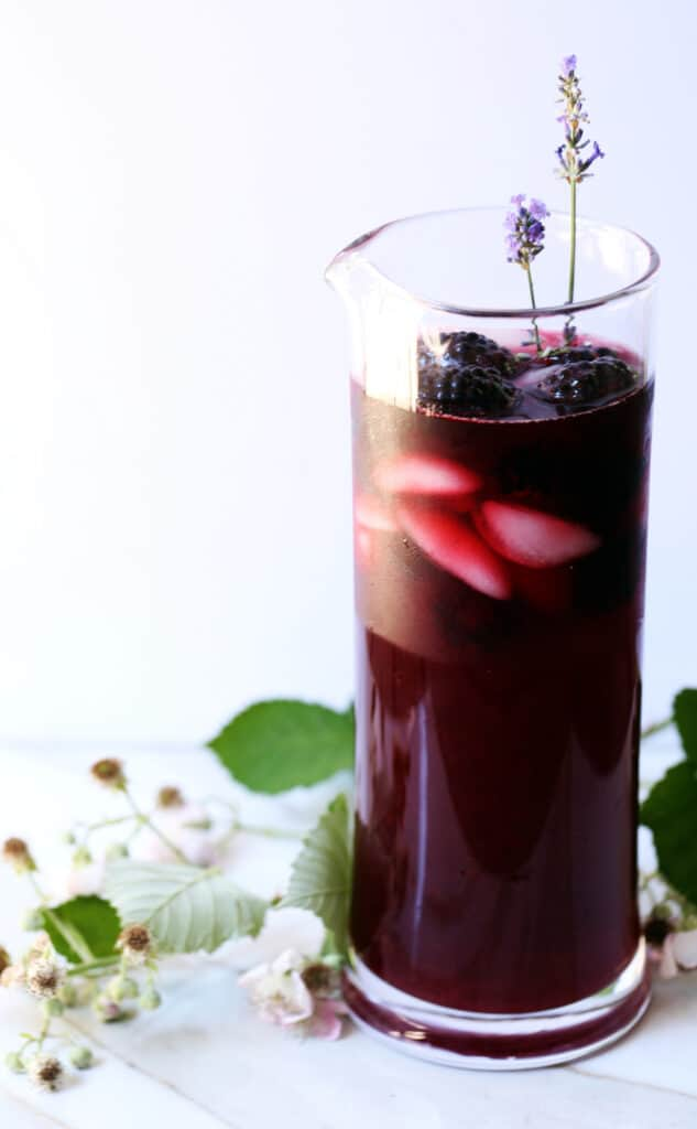 Blackberry Infused Earl Grey Iced Tea Latte is a beautiful, vibrant, delicious addition to your summer table. blackberry tea | earl grey | earl grey tea with milk | tea latte