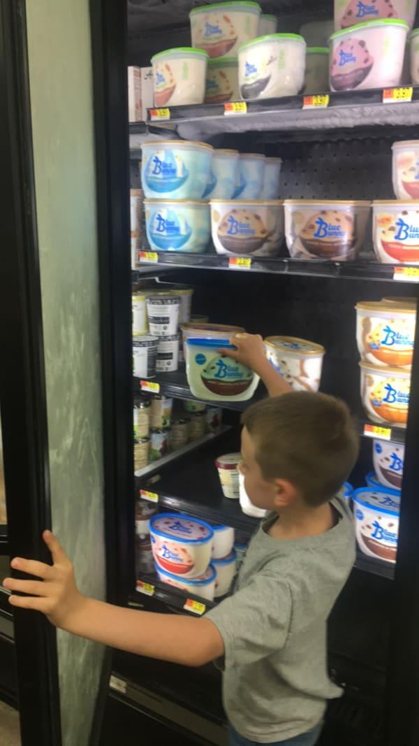 Ice Cream Float Bar Party DIY - #BlueBunny #SoHoppinGood #ad