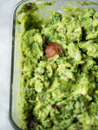 Smoky Lime Guacamole easy wholesome healthy avocado quick lunch #experiencefrontera #ad