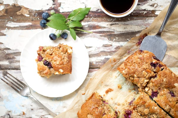 This sweet Blueberry Butter Cake with Almond Streusel is reminiscent of the delicious cinnamony-streusel topped coffee cake that mom used to make. Only my version is made with homemade buttery cake batter, loads of fresh berries and a hearty almond crumb topping.how to make blueberry crumb cake | cake topping | from scratch | crumb cake with blueberries | blueberry coffee cake | blueberry crumb cake | blueberry boy bait