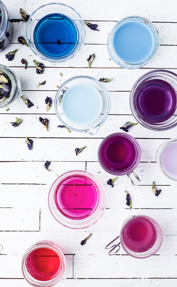This Magic Color-Changing Mojito Mocktail will wow your friends and family with the power of food magic - and science! Butterfly pea | butterfly pea benefits | color changing vodka lemonade cocktail recipe | butterfly pea plant flower tea powder