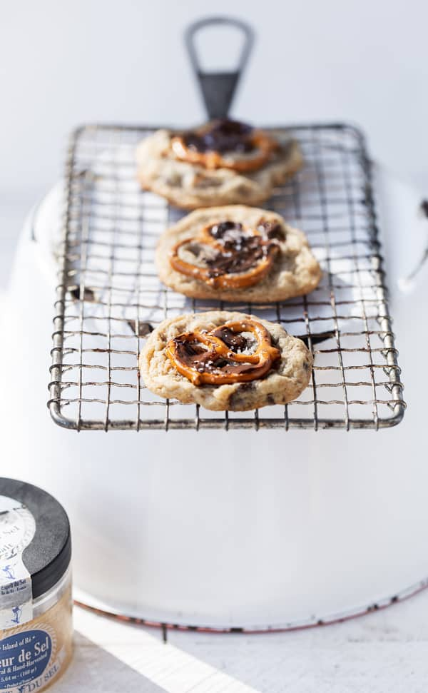 Pretzel Chip Cookies have pretzels in the batter three ways, brown sugar & a delicate dusting of flaky sea salt for a deep, toasty flavor, and an addicting chewy + crispy texture. pretzel cookies | chocolate chip pretzel cookies | chocolate chip cookies recipe | recipes with pretzels