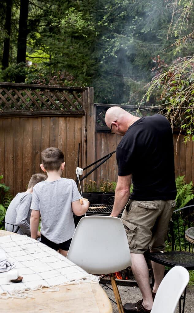 A backyard family smores competition